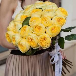 Букет 21 пионовидная желтая роза R690