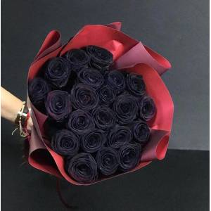 Букет 19 черных роз с оформлением R835