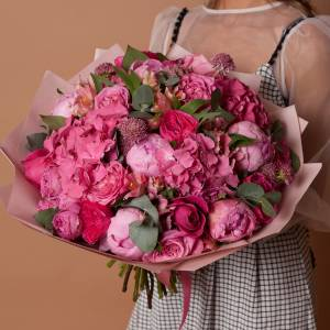 Букет в розовых тонах с гортензией и розами R1717