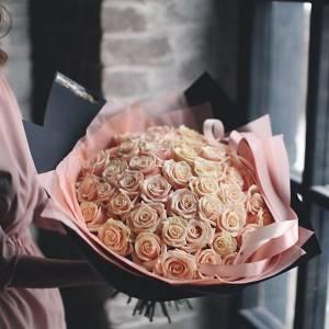 Букет 51 кремовая роза с нежным оформлением R896