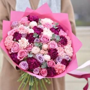 Большой букет микс с розовыми розами R658